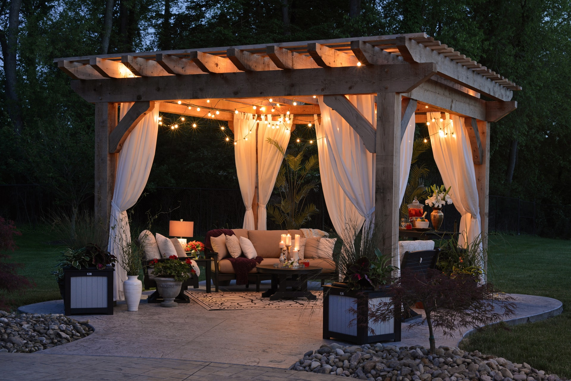 Read more about the article 4 Reasons You Should Get a Pergola for Your Backyard