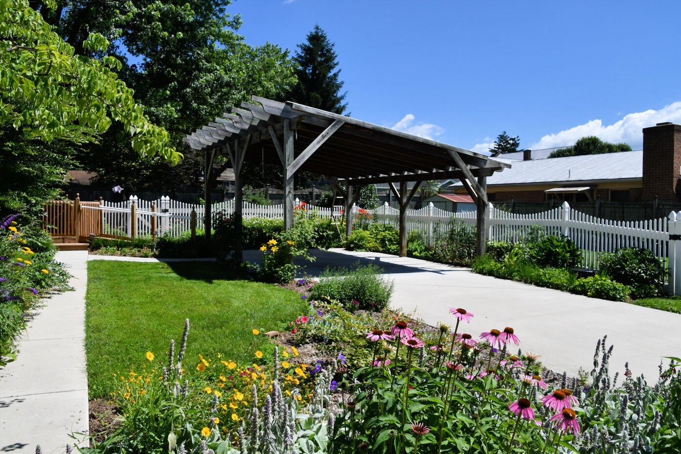 Read more about the article 4 Different Benefits of Having a Carport at Home